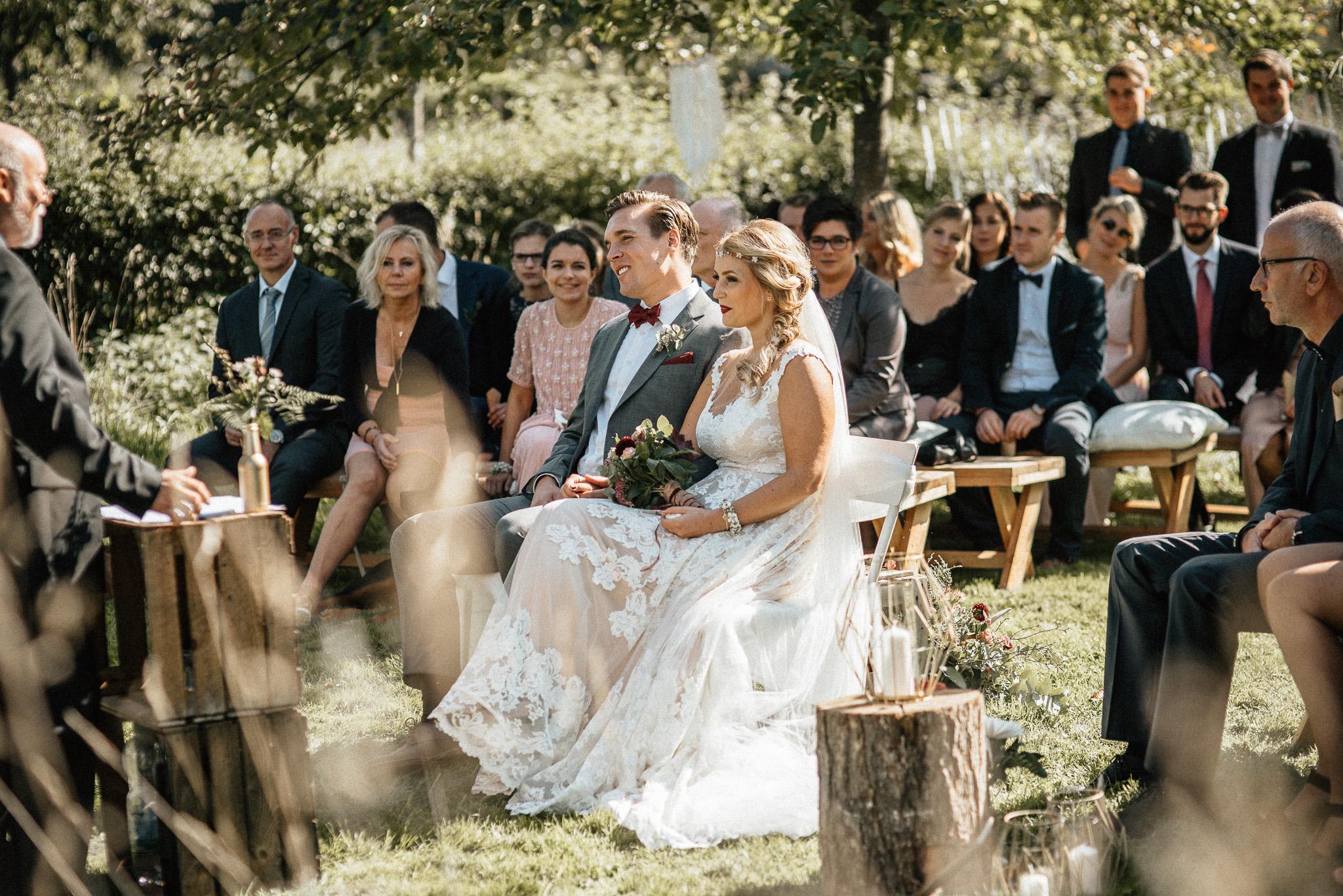 Trauung im Freien - Hochzeitsreportage Aachen Gianna und Tobi - Timo Hess Fotografie Trauung im Freien - Hochzeitsreportage Aachen Gianna und Tobi - Timo Hess Fotografie